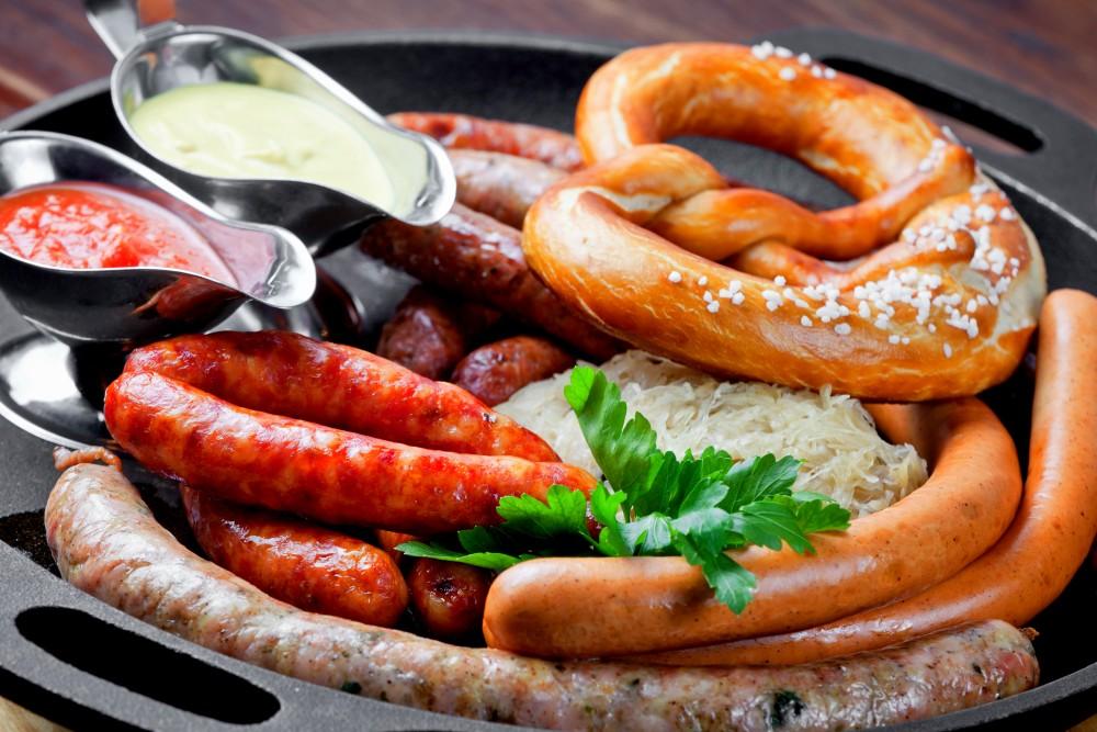 Сосиски, колбаски и сардельки исключительно популярны в Австрии, основа местного фастфуда